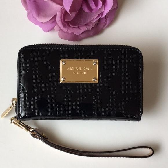 8dc542896808 Michael Kors Bags | Wristlet Wallet | Poshmark